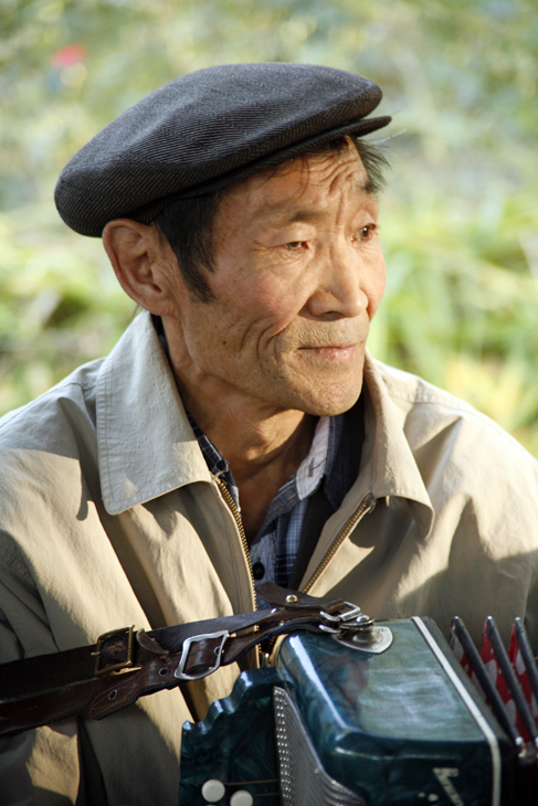 accordian man Rizhao China